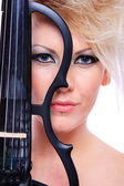 Attractive violinist playing the electric violin — Stock Photo