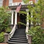 老房子与美国国旗 — 图库照片
