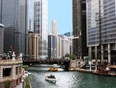 Chicago river and cityscape — Stock Photo