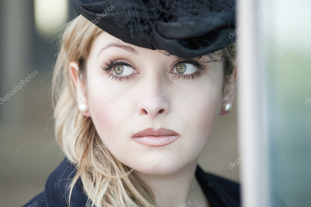 Porytrait of a beautiful classy lady wearing hat — Stock Photo #4316438