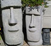 Fioriere statua di isola di pasqua con capelli di fogliame — Foto Stock