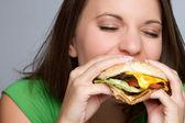 Chica comiendo comida — Foto de Stock