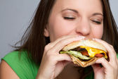 Dívka jíst jídlo — Stock fotografie