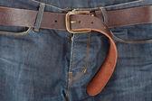 Blue jeans met oude bruine riem — Stockfoto