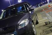 Car in parking near supermarket — Stockfoto