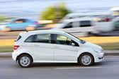 White car on road — Stockfoto