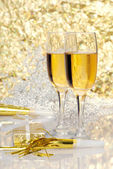 Two glasses champagne with gift and horns — Stock Photo