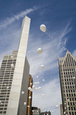 Baloons in the city — Stock Photo