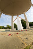 Bride in gazebo — Stockfoto