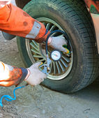 Inflate The Tyre — Stockfoto