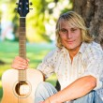 Caucasian guitar player — Stock Photo