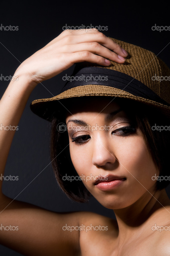 A shot of a beautiful black woman wearing a hat — Stock Photo #5452851