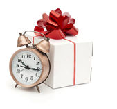 A retro clock with presents — Stockfoto