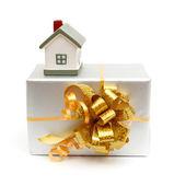 Casa como un regalo para ti — Foto de Stock