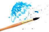 Spennellare con un colpo di vernice blu — Foto Stock