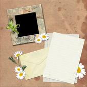 Fotoframe en een brief. — Stockfoto