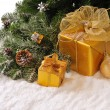 Golden Christmas gifts — Stockfoto