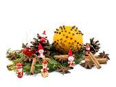 クリスマスの飾り - オレンジと赤の木像 — ストック写真