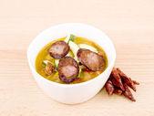 Kom heerlijke zelfgemaakte pittige soep — Stockfoto