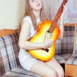 The girl sings — Stock Photo