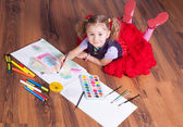 The girl draws on a floor — Stock Photo