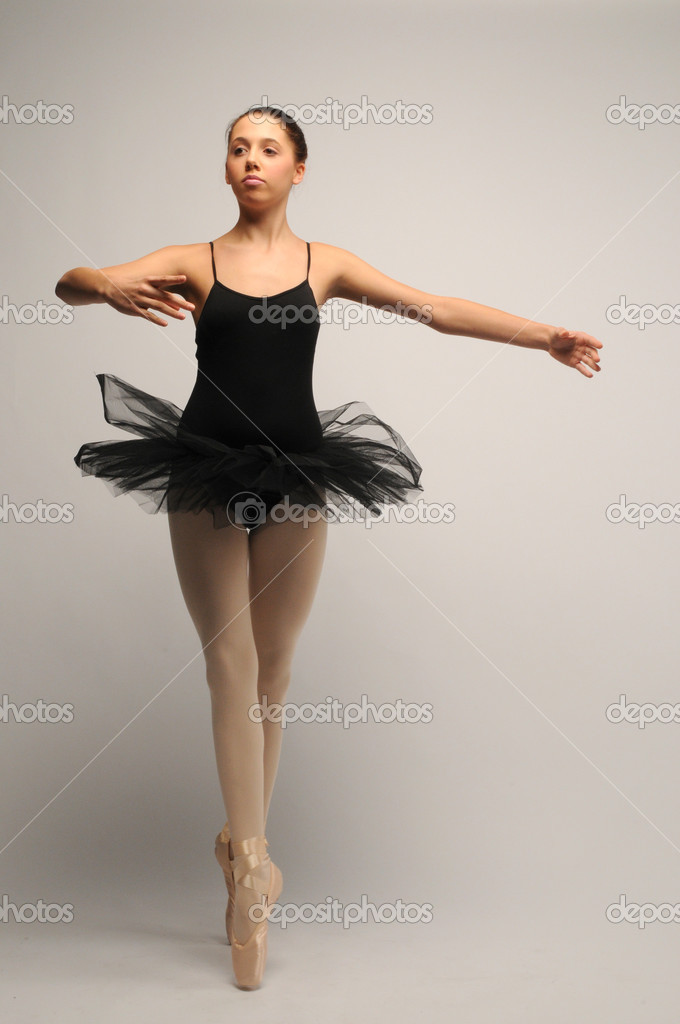 Female ballet dancer in black tutu on points — Stock Photo #4620321