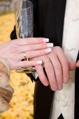 Hands of bride and groom. — Stock Photo