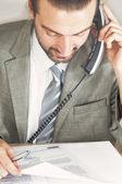 Empresarios hablando por teléfono — Foto de Stock