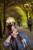 Young beautyful woman sitting in park — Stock Photo