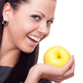 Belle jeune femme avec apple sur fond blanc — Photo