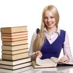 vänliga college student tjej med böcker vid skrivbordet isolerade — Stockfoto