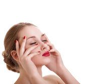 Retrato mujer belleza con manicura rojo brillante en blanco backgrou — Foto de Stock