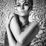 Portrait of beautiful woman with silver bodyart - bw image — Stock Photo #5089113
