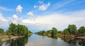 Nice sky over river — Stockfoto