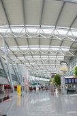 Interno del moderno aeroporto internazionale — Foto Stock