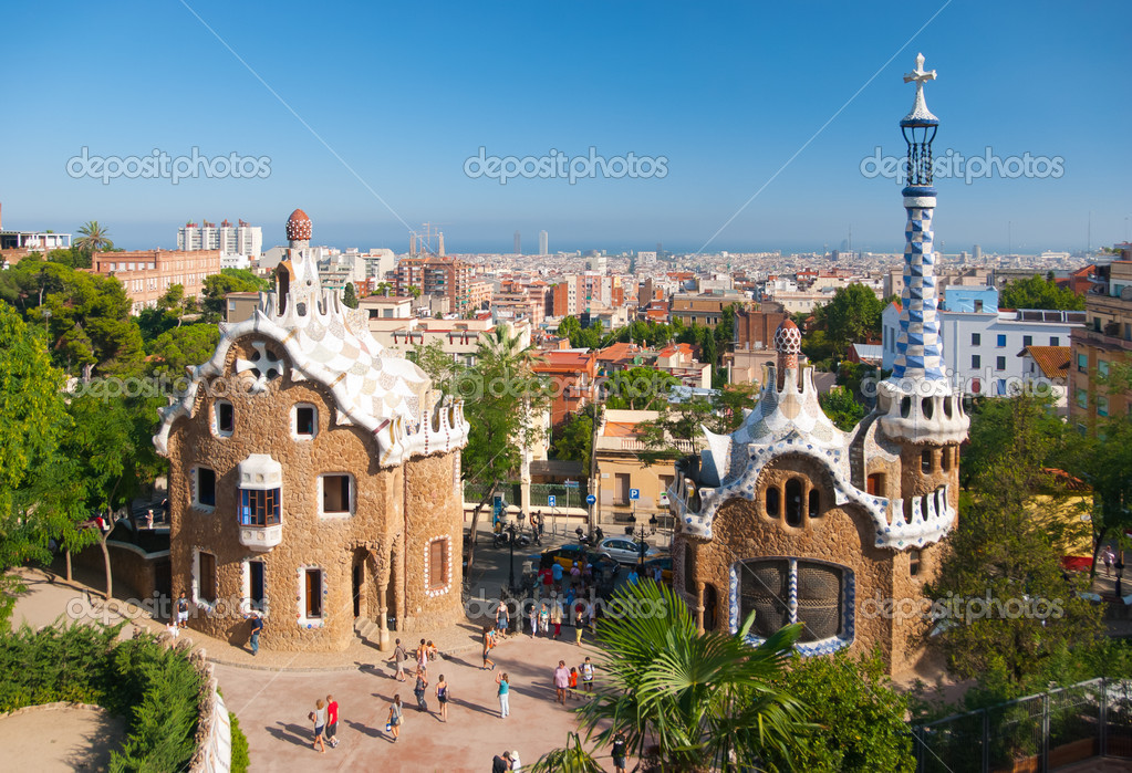 BARCELONA, SPAIN - AUGUST 26: The famous Park Guell on August26, 2010 in Barcelona, Spain. The impressive and famous park was designed by Antoni Gaudi. — Stock Photo #4902684