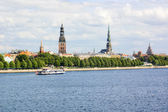 Panoramic view of Riga's old town and the Daugava river — Stock Photo
