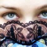 Постер, плакат: Mysterious woman with intense green eyes