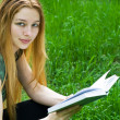 Beautiful girl reading in park — Stock Photo #4942694