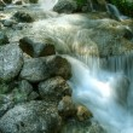 Water falling through mountain rocks — Stock Photo