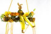 Pie de conejo feliz en una flor-cuna — Foto de Stock