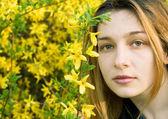 Beautiful girl and yellow flowers — Stock Photo