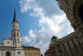 Vecchia cattedrale vicino palazzo hofburg, vienna — Стоковое фото