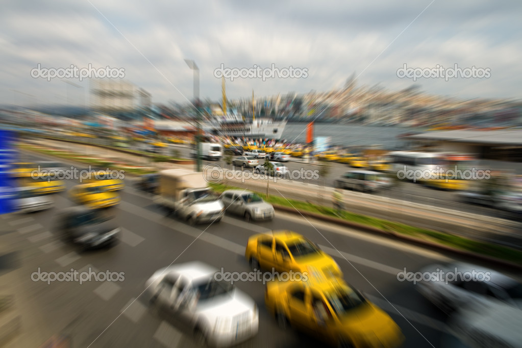 Traffic through downtown at rush hour, in Istanbul, Turkey — Stock Photo #4941891