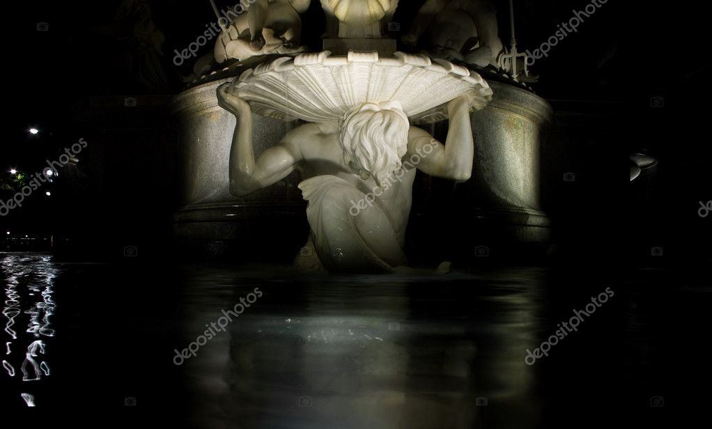 Detail of statue in front of austrain Parliament, Vienna — Stock Photo #4942341
