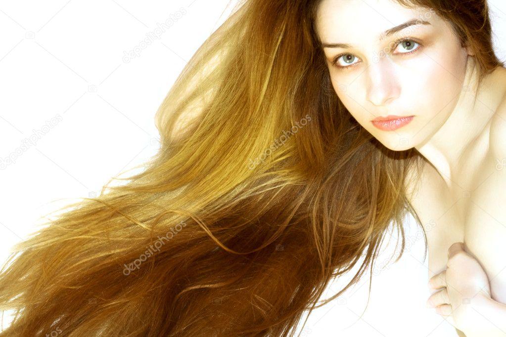 长头发的漂亮女孩图片