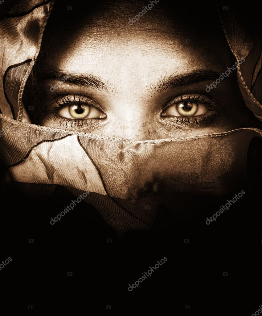 Sensual eyes of mysterious woman behind scarf — Stock Photo #5157836