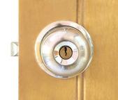 Door knob with padlock — Stock Photo