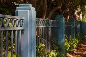 Синий забор — Стоковое фото