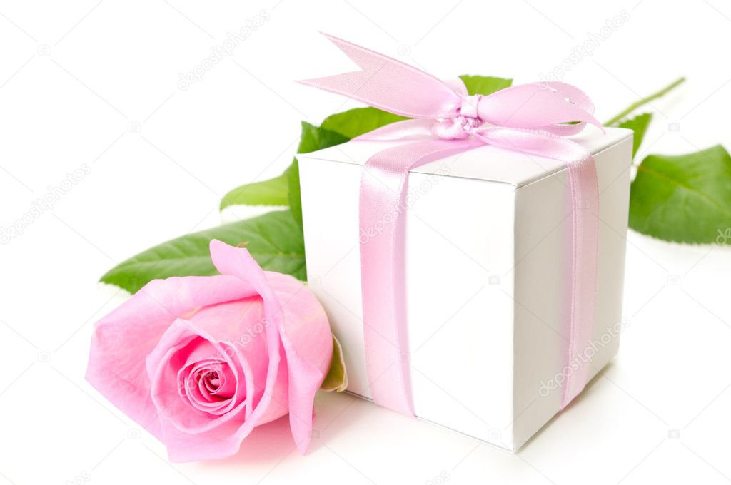 Pink rose with gift-box on white background — Stock Photo #4233051